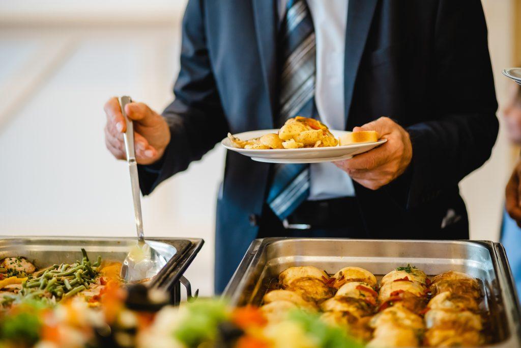 Business Lunch 1024x683 - Gemeinsam gegen Corona - Kontaktloses Businesscatering