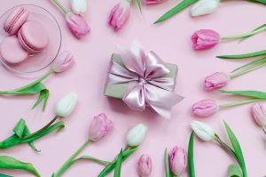 Cookies Tulips Colored background Bowknot Box 580298 1280x847 300x199 - Muttertags-Special