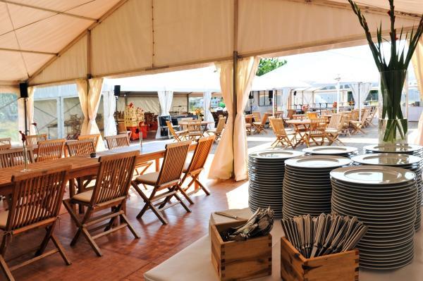 Eventausstattung - Zelte und Teakmöbel
