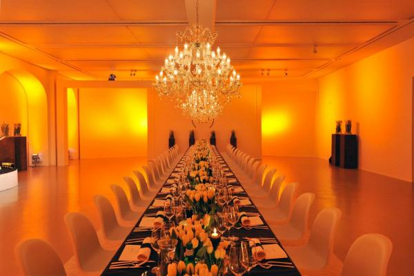 Festliche Hochzeitstafel für 50 Gäste